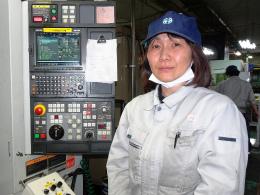 DSC01809RE光機械女性エンジニア