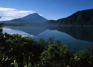 ③本栖湖からの千円札の富士
