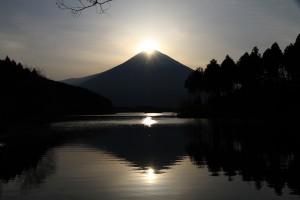 田貫湖ダイヤモンド富士(提供富士宮市観光課)