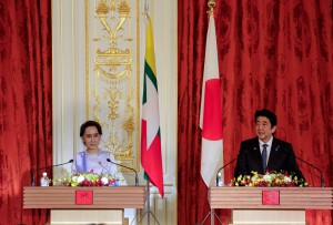 Myanmar State Counselor Aung San Suu Kyi and Japan's Prime Minister Shinzo Abe attend a joint press announcement following the summit talks at Akasaka State Guesthouse in Tokyo