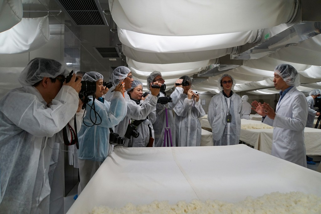 2 Asahi shuzo fermentation room with CEO_2