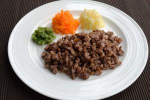 (2)ミキサー食、きざみ食、嚥下食を比較_4_きざみ食:ステーキ