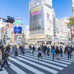 日本は、新型コロナウイルス感染拡大を受け、緊急経済対策を発表し緊急事態を宣言